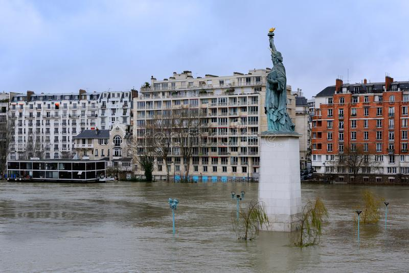 Seinen i Paris i flod royaltyfri bild