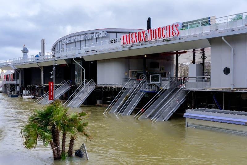 Seinen i Paris i flod arkivfoton