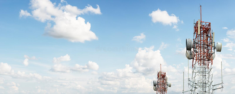 Seinhuisje voor industriële mededeling over blauwe hemelachtergrond royalty-vrije stock afbeeldingen