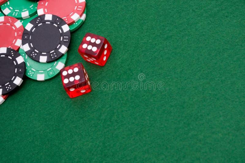 Seis cortam sobre e microplaquetas de jogo imagem de stock