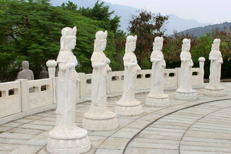 Resultado de imagen de imagenes de seis estatuas de marmore brancas