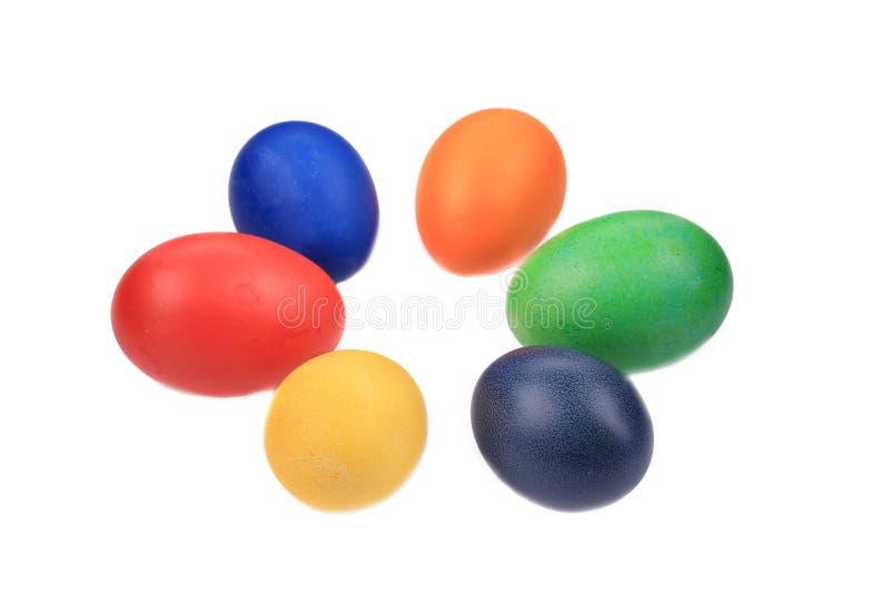 Seis huevos de Pascua coloridos imagenes de archivo