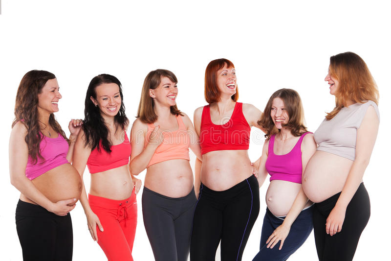 Seis mulheres gravidas novas da felicidade, estando fotografia de stock