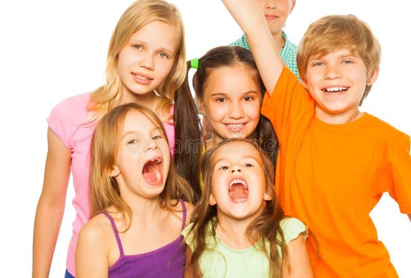 Seis niños bonitos que se unen imagen de archivo libre de regalías