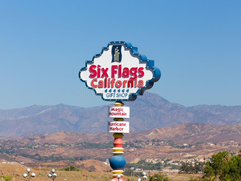 Seis sinais mágicos da entrada de Califórnia da montanha das bandeiras fotos de stock
