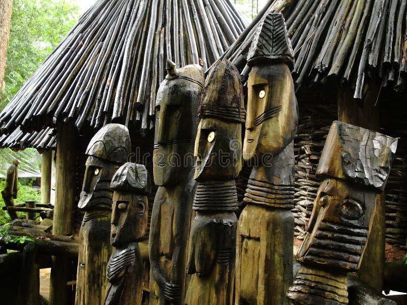 Seis Totems de madeira foto de stock