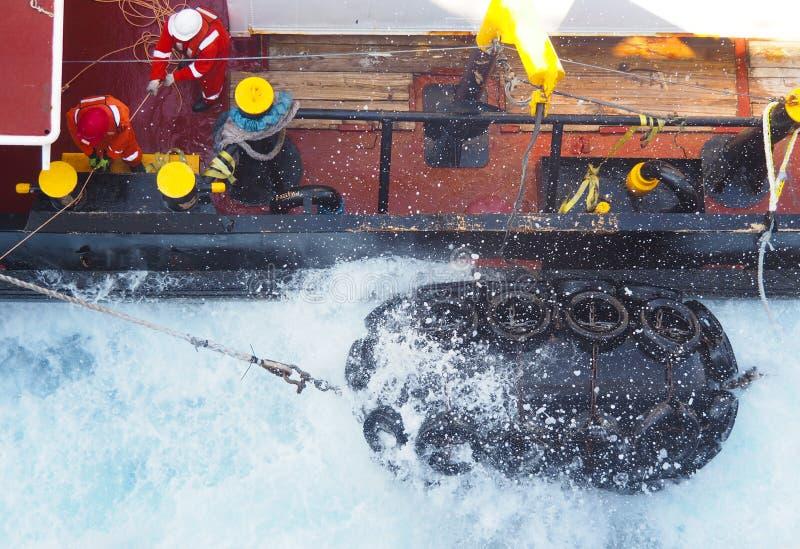 Seismiska skepp eller fartyg som är frånlands- i golf av Mexico, oljeindustri royaltyfria foton