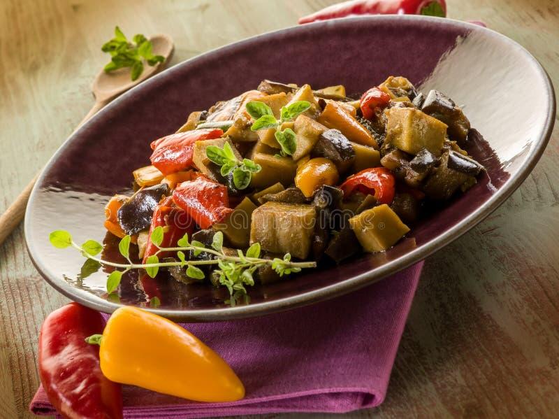 Seitan stew med aubergine fotografering för bildbyråer