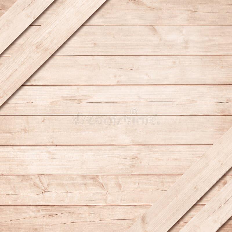 Seite der braunen hölzernen Kiste, Kasten mit diagonalen Planken lizenzfreie stockbilder