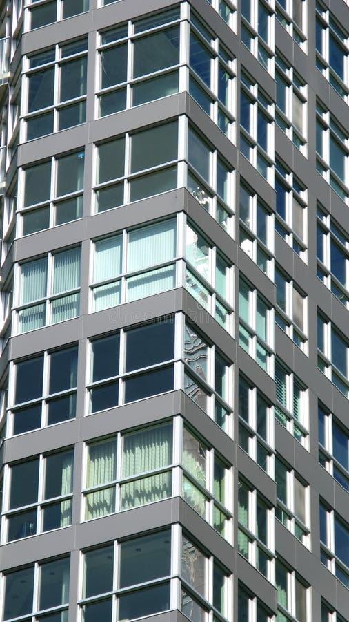 Seite des hohen Bürohauses lizenzfreies stockfoto