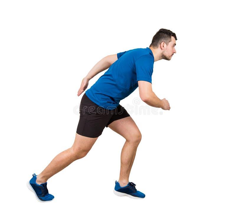 Seite konkurrieren in voller Länge der entschlossenen kaukasischen Mannläuferstellung in der Laufposition, die nach vorn überzeug stockfotografie