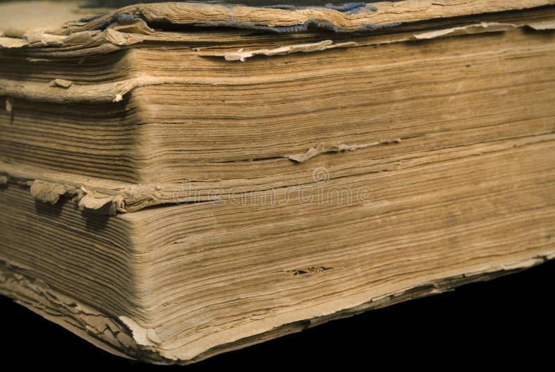 Seiten eines alten gelb gefärbten Buches stockbilder