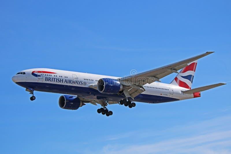 Seitenansicht British Airwayss Boeing 777-200 stockbild