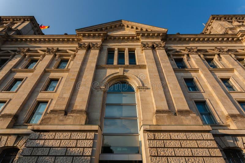 Seitenansicht des Deutschen Bundestags lizenzfreie stockfotos