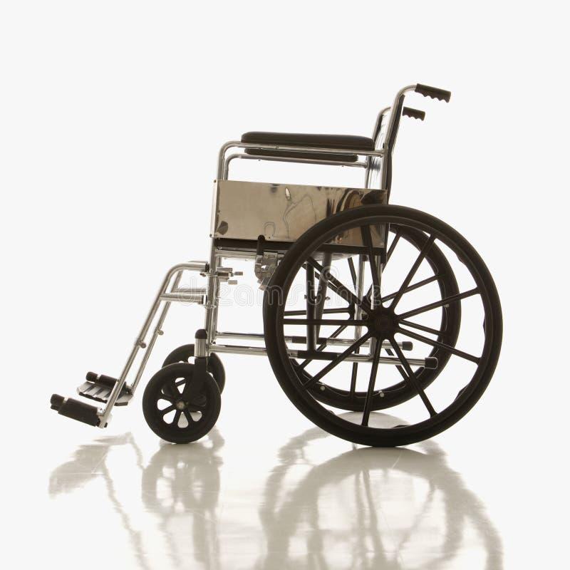 Seitenansicht des leeren Rollstuhls. lizenzfreie stockbilder