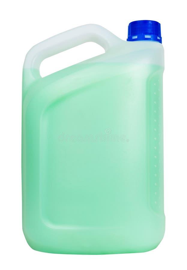 Seitenansicht des Plastikbenzinkanisters mit grüner Flüssigkeit lizenzfreie stockfotos