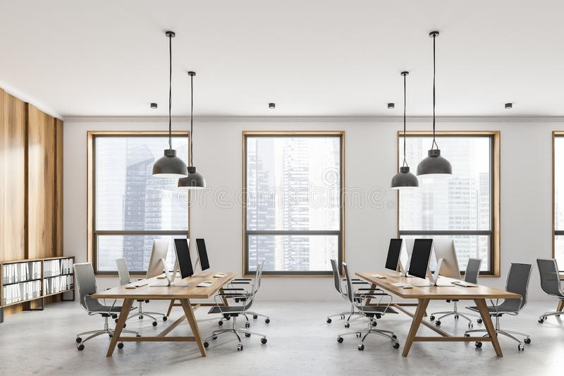 Seitenansicht des weißen und hölzernen Büros des offenen Raumes lizenzfreie stockfotografie