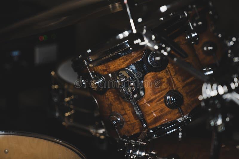 Seitenansicht einer Trommel-Ausrüstung lizenzfreie stockfotos