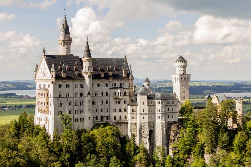 Seitenansicht Neuschwanstein-Schlosses lizenzfreies stockbild
