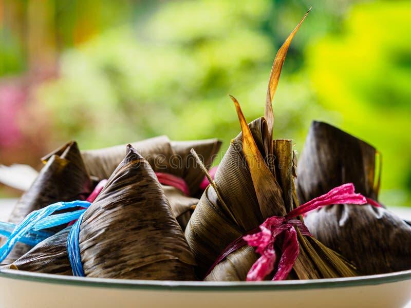 Seitenansicht von asiatischen Reismehlklößen Zongzi mit Kopienraum stockfotografie