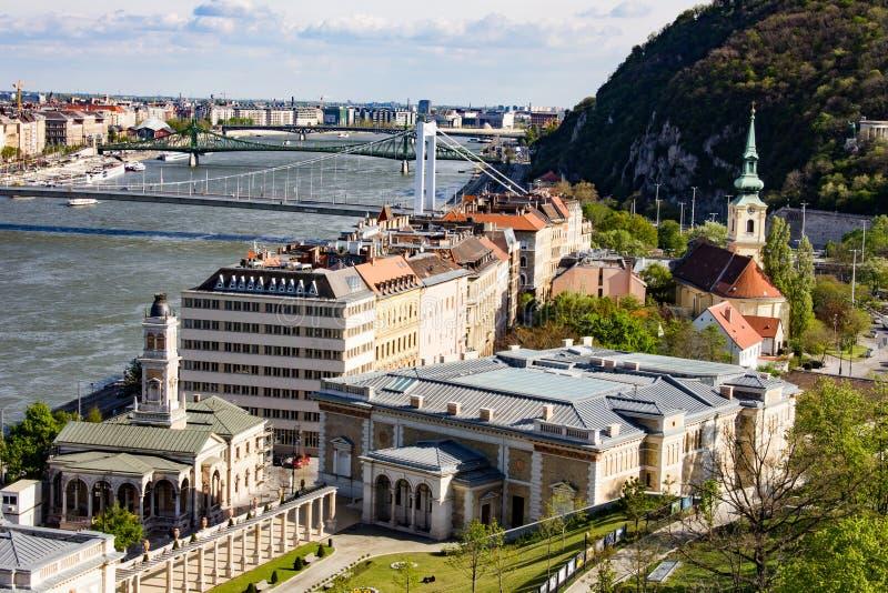 Seitenansicht von Budapest von der Spitze des Hügels lizenzfreies stockfoto