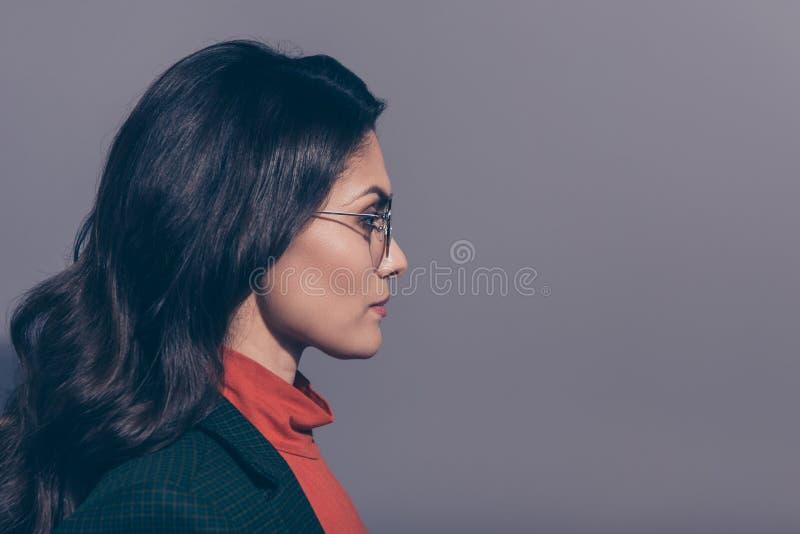 Seitenansichtporträt des Nahaufnahmeprofils von ihr sie nettes attraktives c lizenzfreie stockbilder