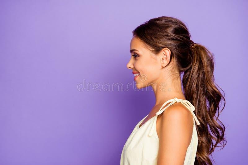 Seitenansichtporträt des Nahaufnahmeprofils von nettem entzückendem gut-gepflegtem attraktivem erstaunlichem liebenswürdigem fasz stockfoto