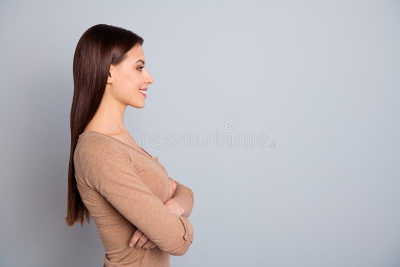 Seitenansichtporträt des Profils von ihr sie schön aussehender attraktiver anziehender reizender Glanz, der nettes nettes heitres lizenzfreies stockbild