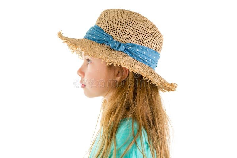 Seitenansichtporträt des tragenden Strohhutes des netten Mädchens stockfotos