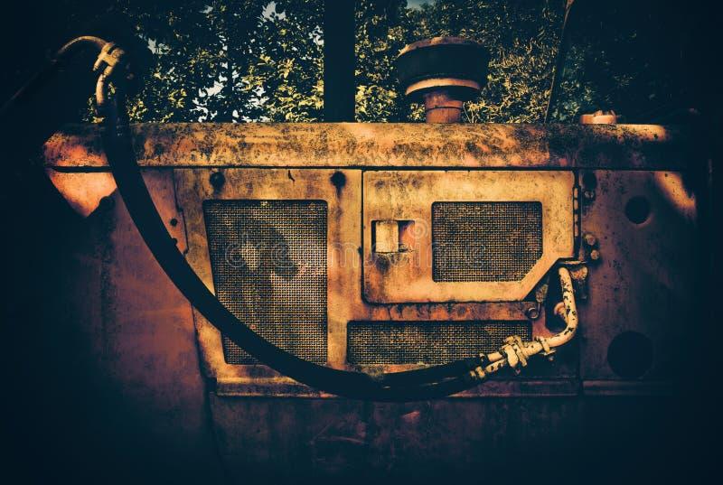 Seitendetailansicht eines alten gelben Baggers lizenzfreies stockfoto
