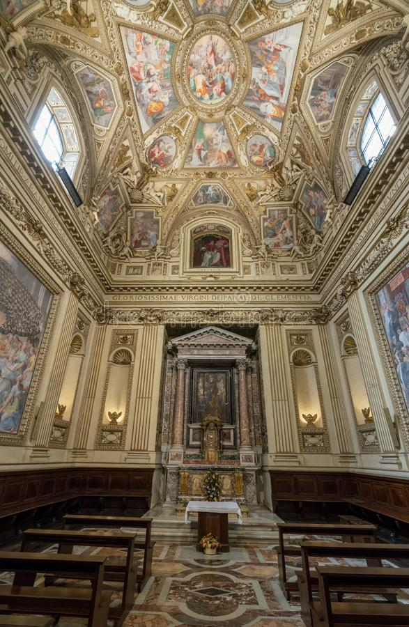 Seitenkapelle der Basilika von St Mary in Trastevere stockfotografie