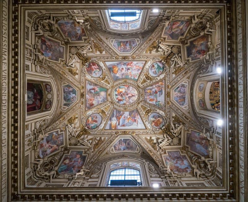 Seitenkapelle der Basilika von St Mary in Trastevere lizenzfreies stockfoto