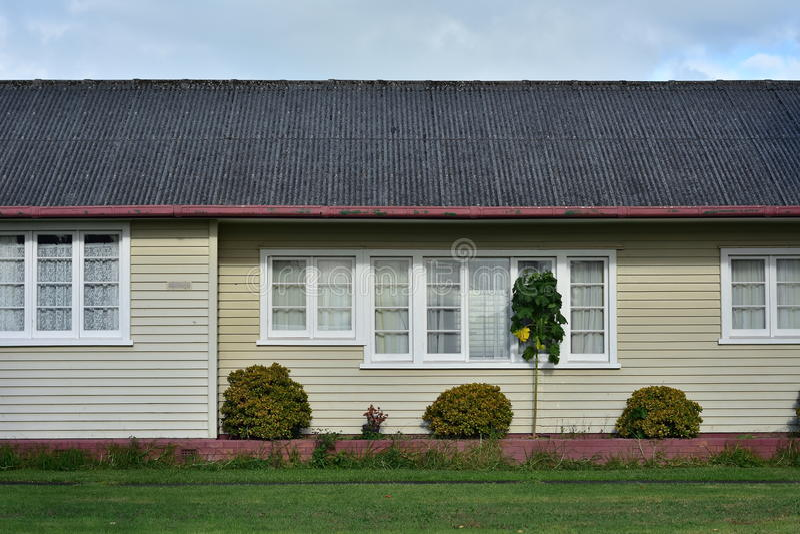 Seitenwand des Holzhauses lizenzfreies stockfoto