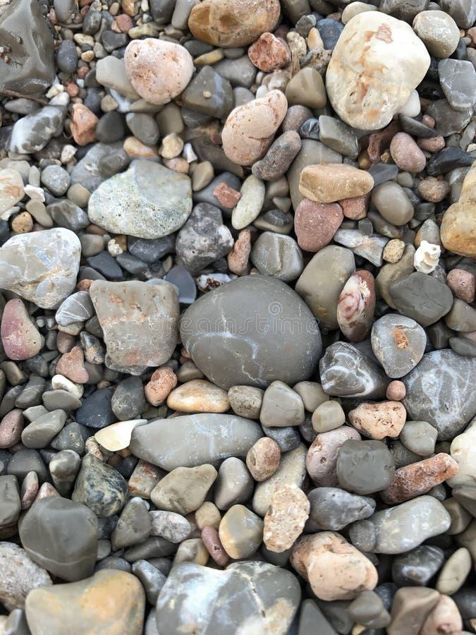 Seixos no a praia imagem de stock