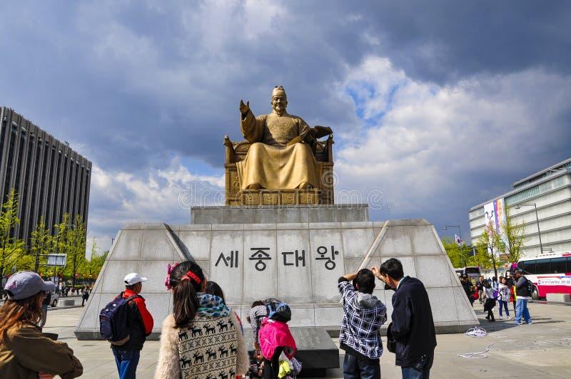 Sejong国王Tatue Gwanghwamun广场的 库存照片