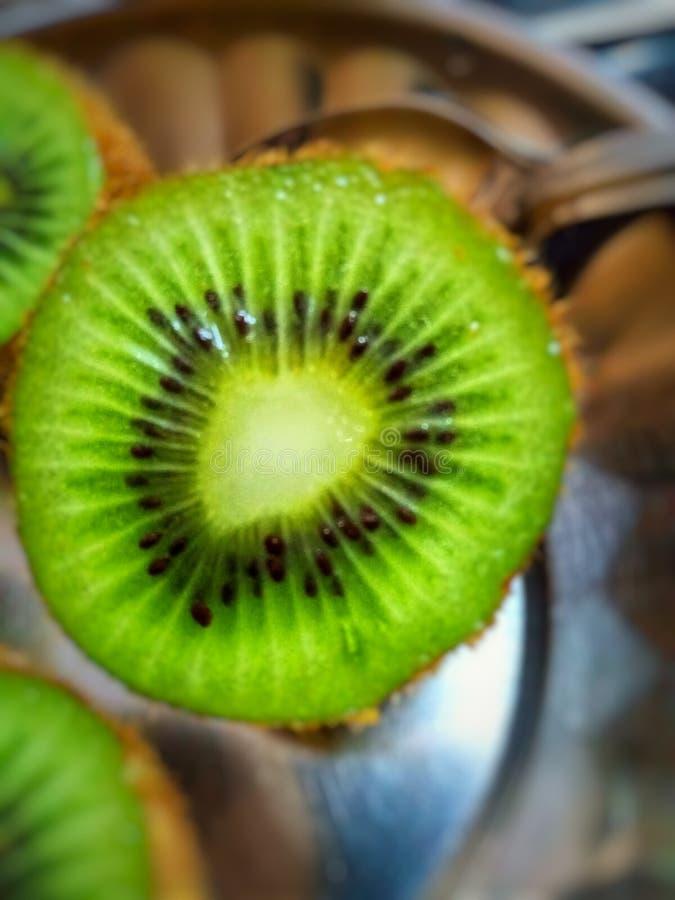 Sekcja pozioma owoców kiwi zdjęcie royalty free