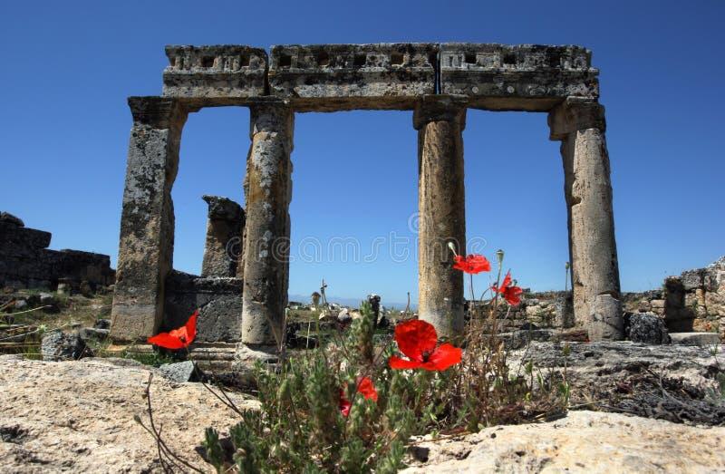 Sekcja ruiny przy antycznym miejscem Hierapolis przy Pamukkale w Turcja obraz stock