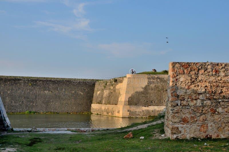 Sekcje ściana i fosa z wodą przy Jaffna fortem Sri Lanka obraz royalty free