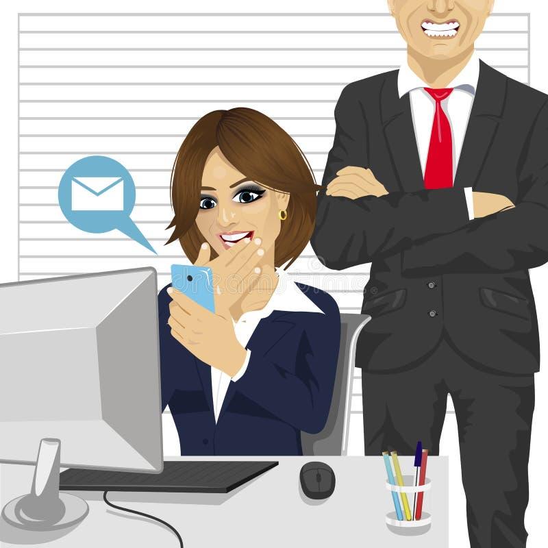 Sekretarki kobiety gawędzenie z smartphone podczas gdy gniewny szef krzyczy przy ona ilustracji