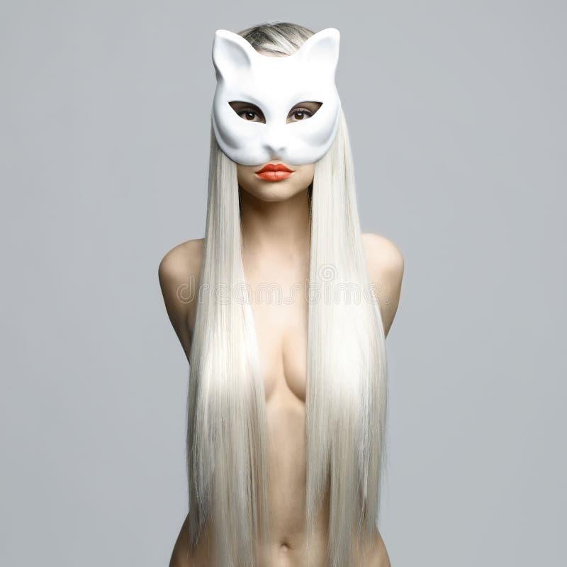 Seksowna blondynka w kot masce obraz stock