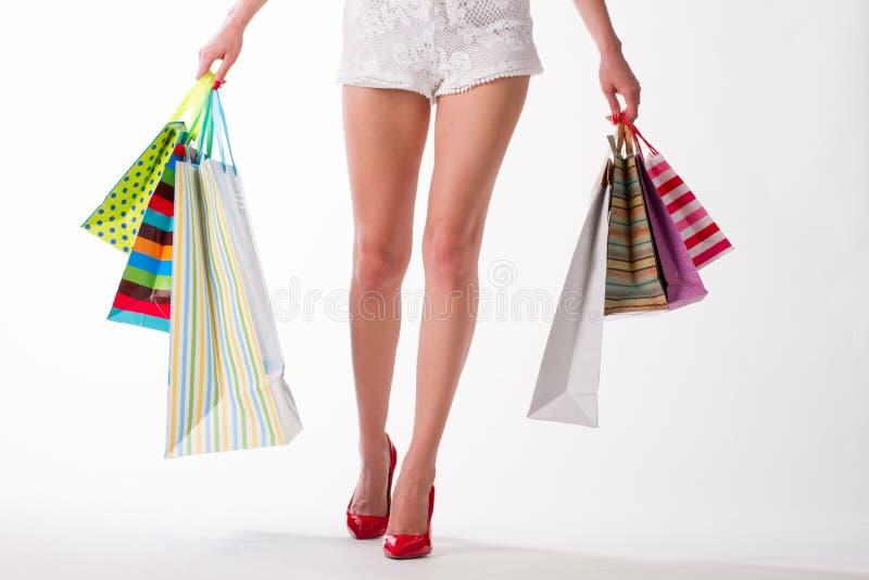 Download Seksowna Dziewczyna W Czerwonych Butach Obraz Stock - Obraz złożonej z hobby, torba: 57665225
