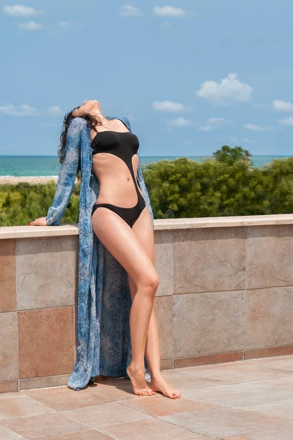 Seksowna dziewczyna w Monokini fotografia stock