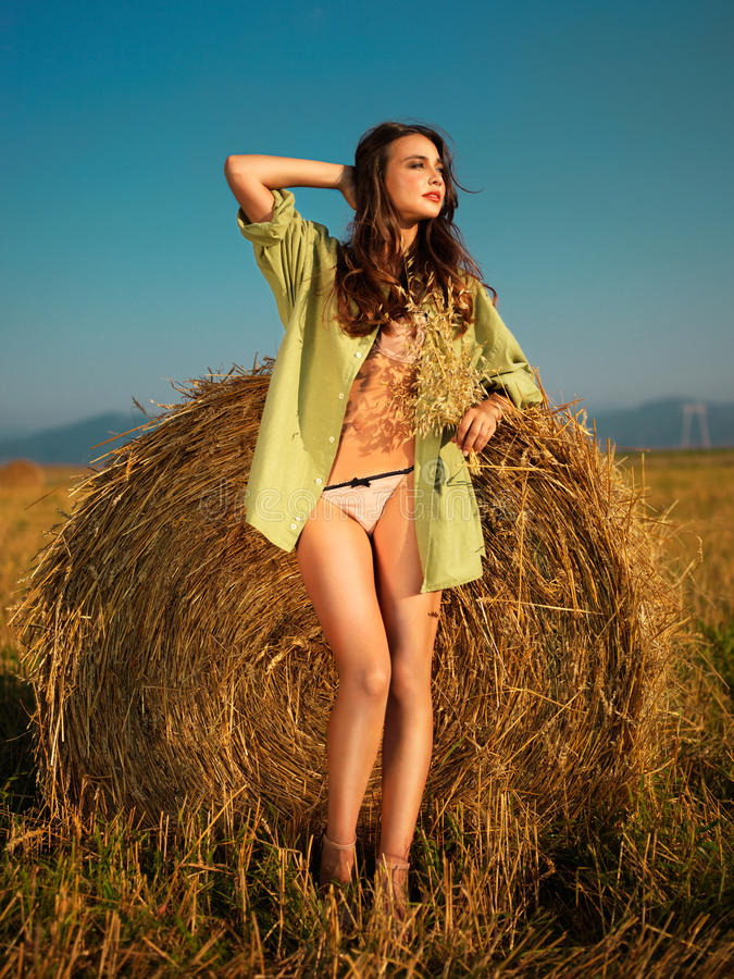 seksowna haystack kobieta obrazy stock