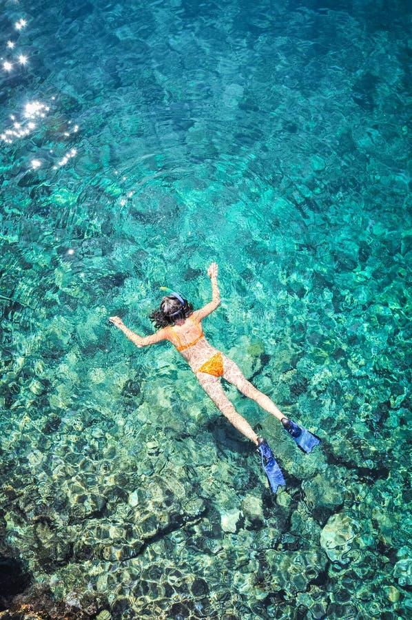 Seksowna kobieta snorkeling obrazy royalty free