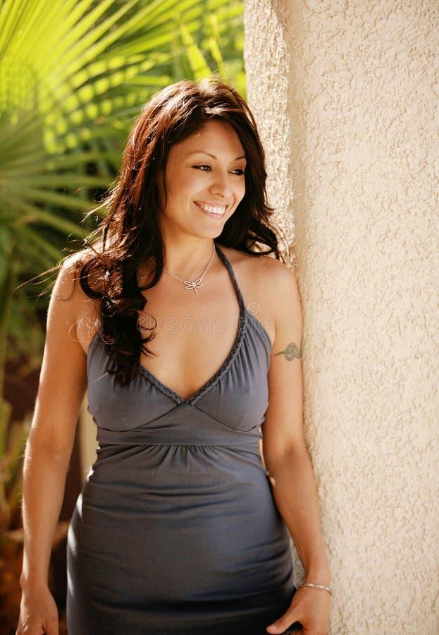 seksowna kobieta uśmiechnięta latynoska. zdjęcia stock