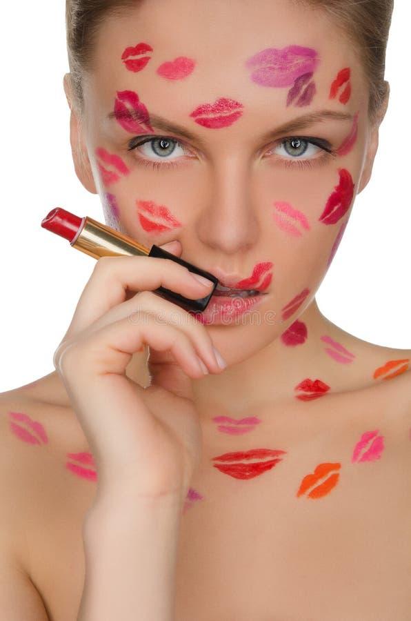 Seksowna kobieta z buziakami na twarzy w pomadce i wargach obraz stock