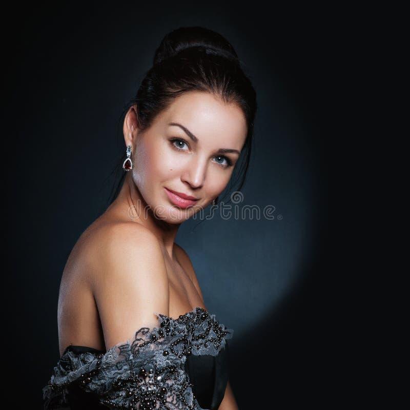 Seksowna mody kobiety twarz, zmysłowy piękno dziewczyny model Naturalny spojrzenie buddhism ziarna odizolowane studio symbol zatw fotografia stock