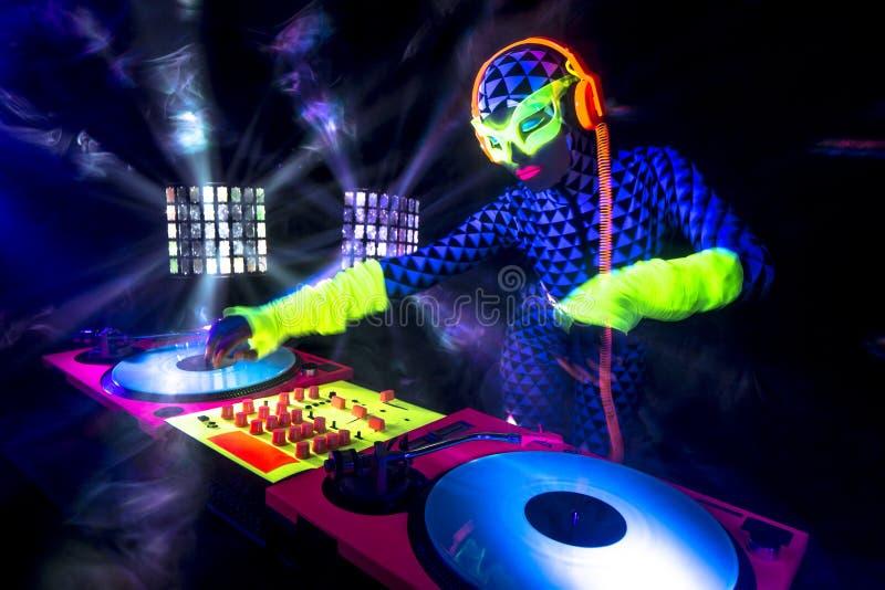 Seksowna neonowa ultrafioletowa łuna DJ zdjęcie royalty free
