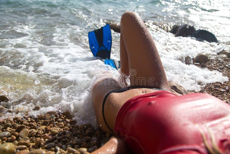 Seksowna nurek dziewczyna z flipper zdjęcie royalty free
