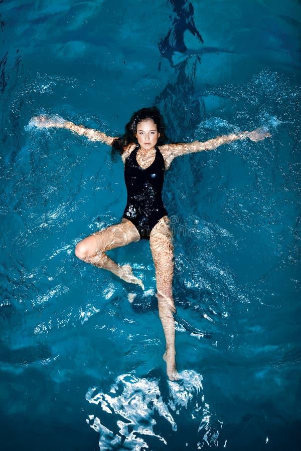 Download Seksowna pływaczka obraz stock. Obraz złożonej z potomstwa - 9349571